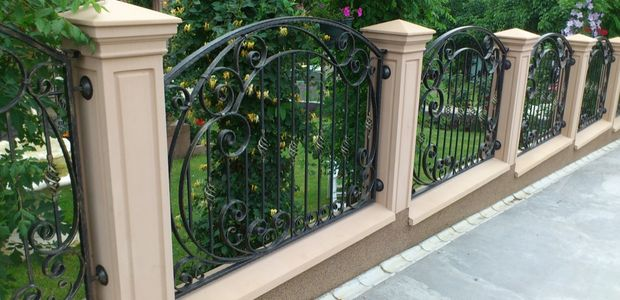 Concrete fences and balustrades